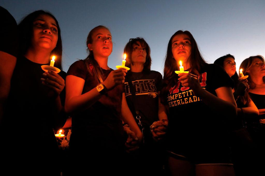 <p>Thousands gathered for an evening vigil at Pine Trails Park in Parkland, Florida to remember those where were killed and injured in the shooting. (Carolyn Cole/Los Angeles Times) </p>