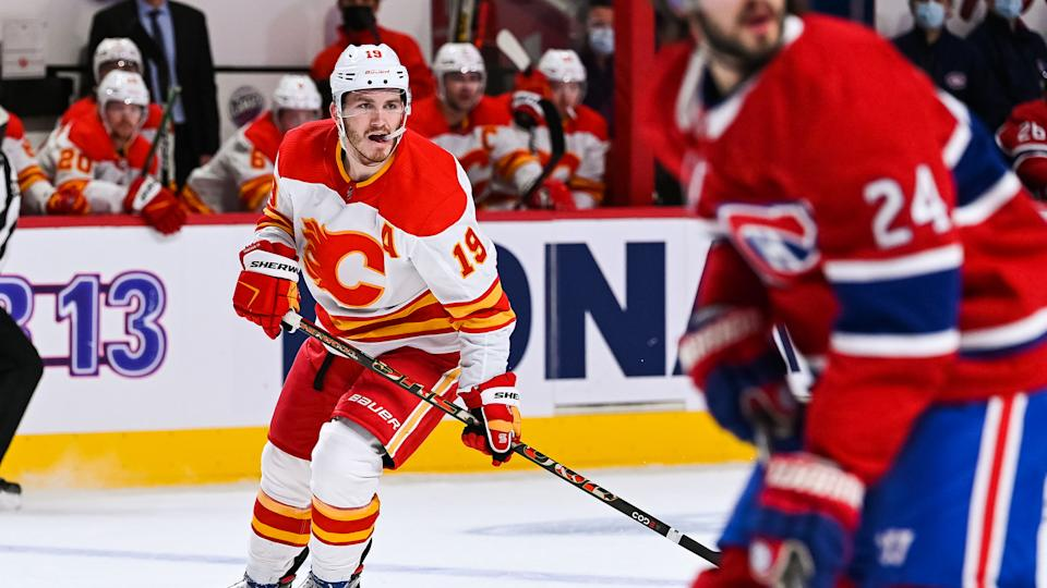 MONTREAL, QC - JANUARY 28: Calgary Flames left wing Matthew Tkachuk (19) tracks the play on his left during the Calgary Flames versus the Montreal Canadiens game on January 28, 2021, at Bell Centre in Montreal, QC (Photo by David Kirouac/Icon Sportswire via Getty Images)