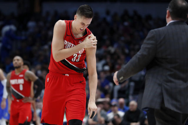 After injuring his shoulder against the Mavericks last week, Portland big man Zach Collins will now require surgery. (AP/Tony Gutierrez)