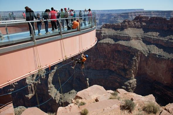 grand-canyon-cleaners-skywalk-attraction-4000-ft-high-pictures
