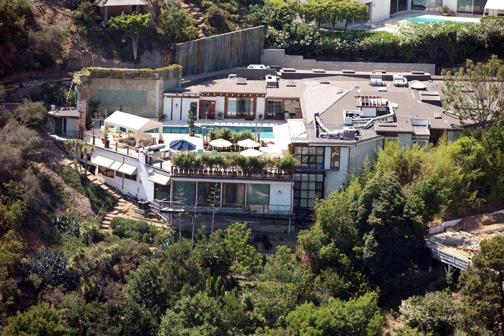 "Bye, bye Reese, hello Hollywood Hills! Ryan Phillippe's fantastic new bachelor pad, which cost a mere $7.1 mil, boasts five bedrooms, seven baths, a spa, a sauna, a two-story gym, and a cabana-encompassed pool. JM/<a href=""http://www.x17online.com"" target=""new"">X17 Online</a> - June 16, 2008"