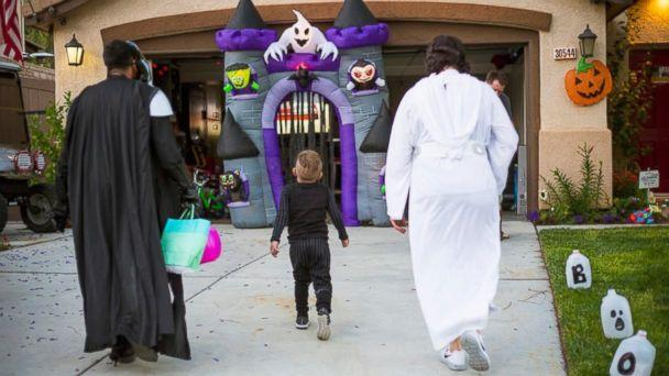 PHOTO: Carter Sarkar, 5, who suffers from Sanfilippo syndrome, had his neighborhood block celebrating his 5th birthday with an early Halloween party on May 21 in Castaic, California. (Heather Keil )