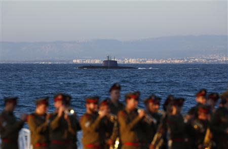 An Israeli navy Dolphin-class submarine is seen in the Mediterranean Sea during a graduation ceremony of Israeli naval officers in the northern city of Haifa September 11, 2013. Israel's Prime Minister Benjamin Netanyahu, who attended the event, said on Wednesday Syria must be stripped of its chemical weapons and that the international community must make sure those who use weapons of mass destruction pay a price. REUTERS/Baz Ratner