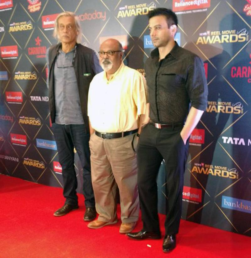 Filmmakers Saurabh Shukla, Sudhir Mishra, and Rahul Bhatt pose on the red carpet at the first edition of News18 REEL Movie Awards, held at Taj Land's End in Mumbai on March 20, 2018. (Image: News18)