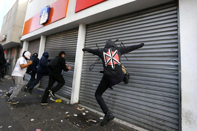 <p>Demonstrators vandalize a bank during clashes at a rally marking May Day in Santiago, Chile May 1, 2018. (Photo: Ivan Alvarado/Reuters) </p>