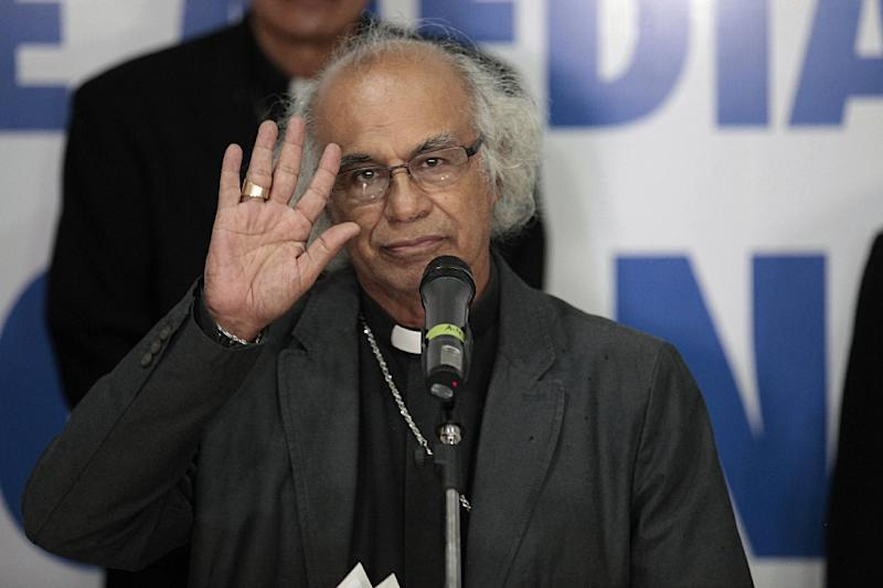 Cardinal Leopoldo Brenes reads a statement from the Nicaragua's Episcopal Conference after holding a meeting with Nicaraguan President Daniel Ortega (AFP Photo/DIANA ULLOA)