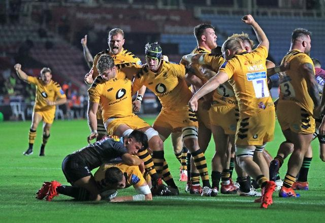 Wasps' Tom Willis scores a try at Quins