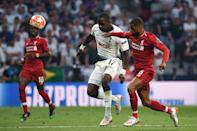 Tottenham Hotspur's French midfielder Moussa Sissoko (L) vies with Liverpool's Guinean midfielder Naby Keita (Photo by Paul ELLIS / AFP)