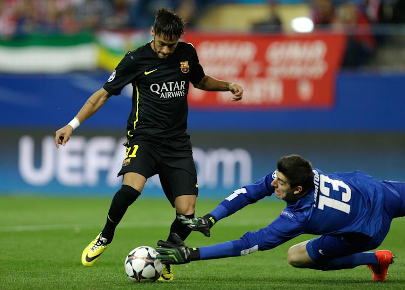 Atletico goalkeeper Thibaut Courtois, right, dives for a save in front of Barcelona's Neymar during the Champions League quarterfinal second leg soccer match between Atletico Madrid and FC Barcelona in the Vicente Calderon stadium in Madrid, Spain, Wednesday, April 9, 2014. (AP Photo/Paul White)