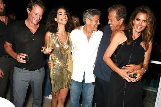 Rande Gerber, Amal Clooney, George Clooney, Mario Testino, and Cindy Crawford party in Ibiza (Getty Images)