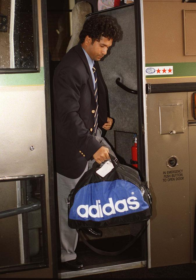 AUCKLAND, NEW ZEALAND - DECEMBER 04:  Indian cricket's batting star Sachin Tendulkar gets off the bus after the Indian Cricket team arrived in Auckland to kicj off their tour.  (Photo by David Hallett/Getty Images)