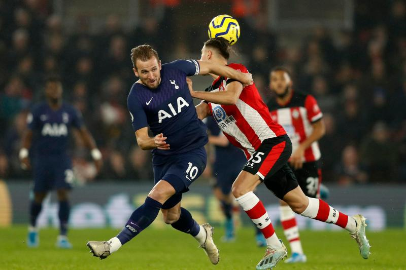 Harry Kane vies with Southampton's Polish defender Jan Bednarek. (Credit: Getty Images)