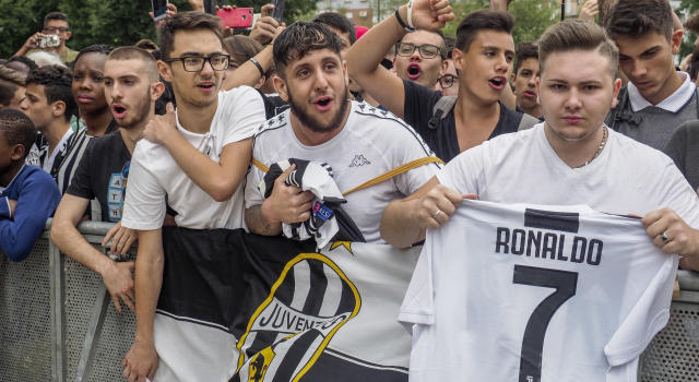 Juventus supporters wait for Cristiano Ronaldo. (Photo by Mauro Ujetto/NurPhoto via Getty Images)