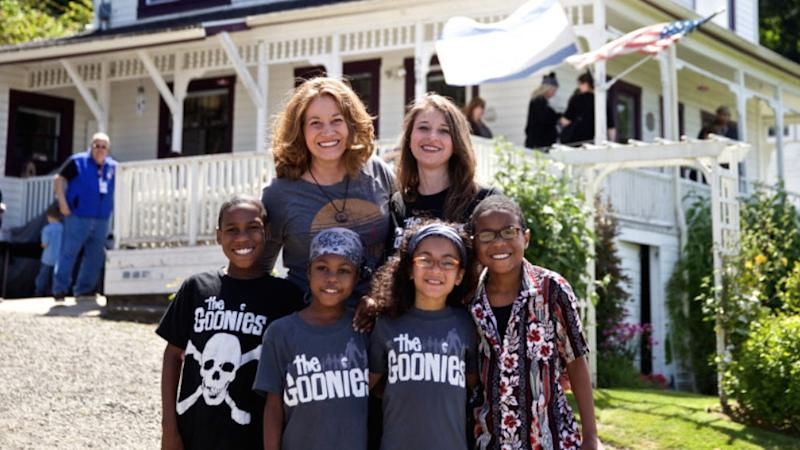 Jennifer (Left) and Sarah Hart (Right) with some of their family.