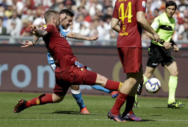 Napoli's Simone Verdi is challenged by Roma's Daniele De Rossi during the Serie A soccer match between Roma and Napoli at the Rome Olympic Stadium Sunday, March 31, 2019. (AP Photo/Andrew Medichini)