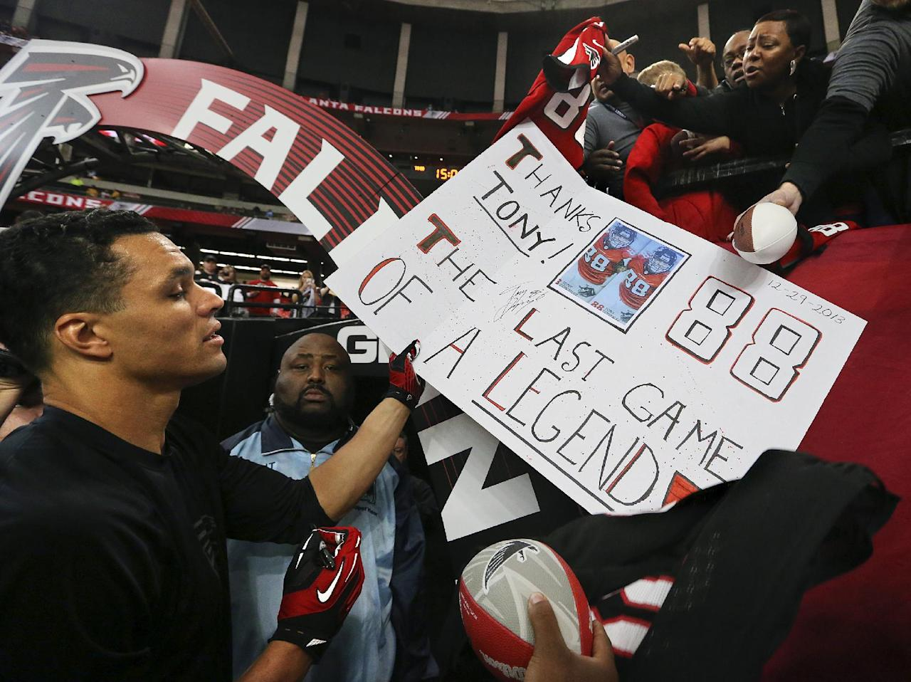 Atlanta Falcons tight end Tony Gonzalez signs autographs for fans before an NFL football game against the Carolina Panthers on Sunday, Dec. 29, 2013, in Atlanta. (AP Photo/Atlanta Journal-Constitution, Curtis Compton)