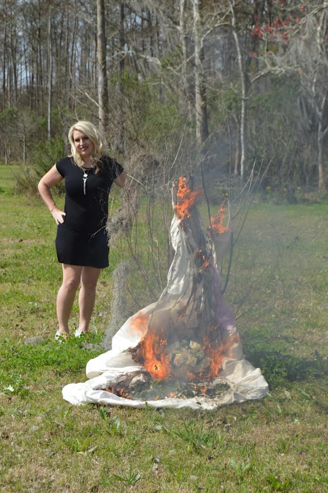 Kristy Scott and her burning wedding dress. (Photo: Caters News)