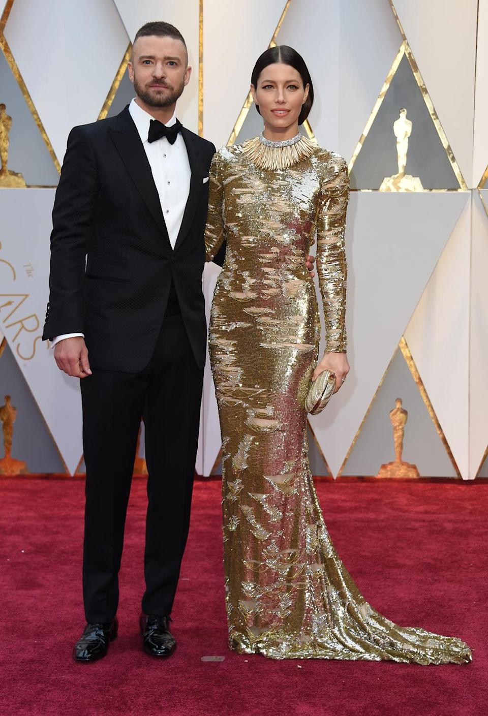Always in perfect harmony, Justin Timberlake and Jessica Biel went down a storm on the Oscars red carpet. His perfectly tailored tux is the ideal complement to her sublime gold gown. Hollywood, February 2017.