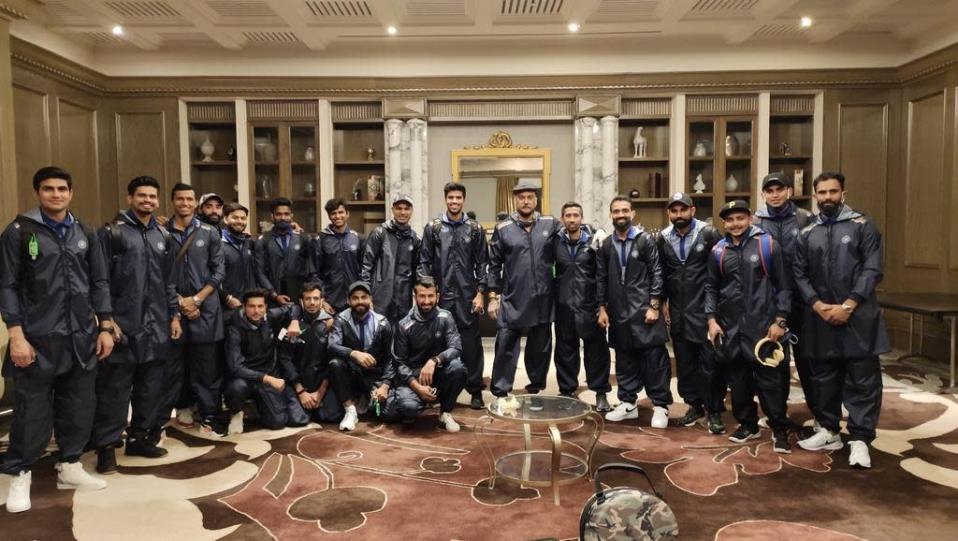 Indian cricketers led by captain Virat Kohli and coach Ravi Shastri strike a pose before leaving for Australia (Photo: BCCI/Twitter)