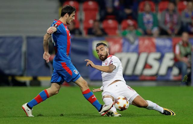 Soccer Football - Europa League - Viktoria Plzen vs Hapoel Be'er Sheva - Doosan Arena, Pizen, Czech Republic - September 28, 2017 Viktoria Plzen's Milan Havel in action with Hapoel Be'er Sheva's Dor Elo REUTERS/David Cerny