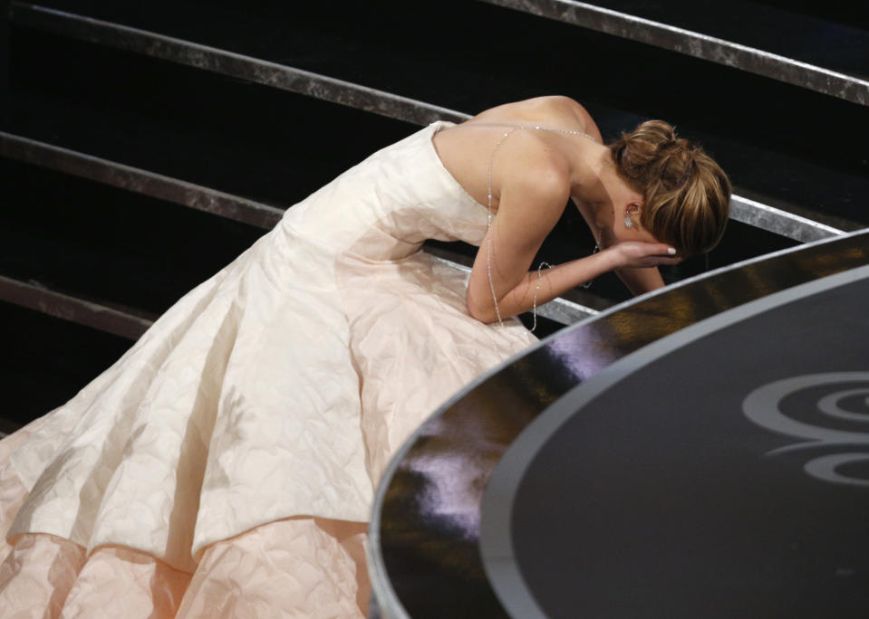 "Actress Jennifer Lawrence falls as she walks up the steps to accept the award for best actress for her role in ""Silver Linings Playbook"" at the 85th Academy Awards in Hollywood, California February 24, 2013.     REUTERS/Mario Anzuoni (UNITED STATES TAGS:ENTERTAINMENT)  (OSCARS-SHOW)"