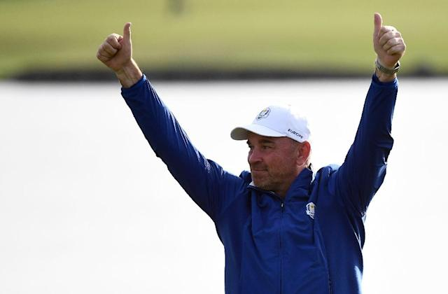 Europe captain Thomas Bjorn celebrates his team's Ryder Cup victory (AFP Photo/FRANCK FIFE)