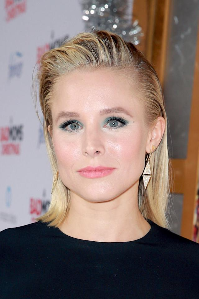 <p>Bell is a fresh-faced beauty at a premiere for her latest film in slicked-back strands, teal eyeliner, and bright pink lips. (Photo: Getty Images) </p>