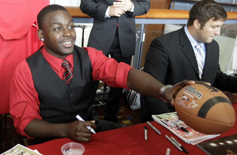 Wisconson running back Montee Ball signs autographs for fans as part of Big Ten Media Days and Kickoff Luncheon, Friday, July 27, 2012, in Chicago. (AP Photo/M. Spencer Green)