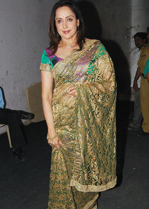 <b>9.Hema Malini: </b>B'wood's dream girl, Hema Malini has stayed in par with fashion, donning shimmery Sarees. Good job and we love the blouse!