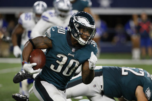 "Eagles rookie <a class=""link rapid-noclick-resp"" href=""/nfl/players/30707/"" data-ylk=""slk:Corey Clement"">Corey Clement</a> picked up a car from an old teacher. (AP Photo/Roger Steinman)"