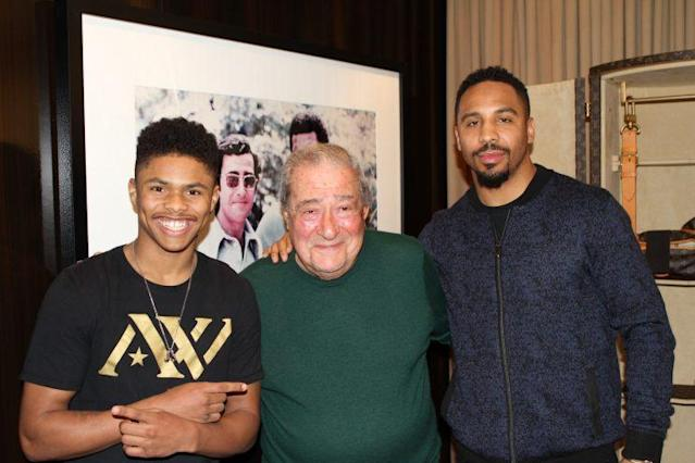 """Silver medalist <a class=""""link rapid-noclick-resp"""" href=""""/olympics/rio-2016/a/1108973/"""" data-ylk=""""slk:Shakur Stevenson"""">Shakur Stevenson</a> (L) joins Top Rank chairman Bob Arum and his co-manager, Andre Ward (R), after signing his promotional deal with the company. (Jeff Dekle/Top Rank)"""