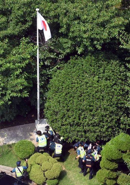 South Korea detains 6 for illegally entering Japan consulate