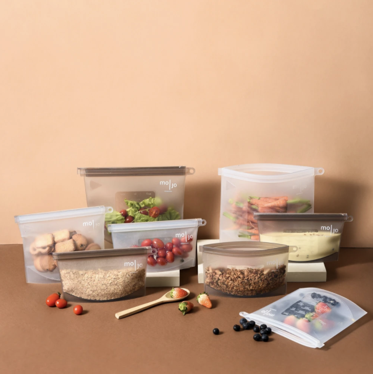 <br><br><br><br><em>The Mojo Silicone Bag are reusable and handy storage bags that can be used for various situations, from grocery runs, marinating food, food storage to microwave/ sous vide cooking, all in one bag.</em>