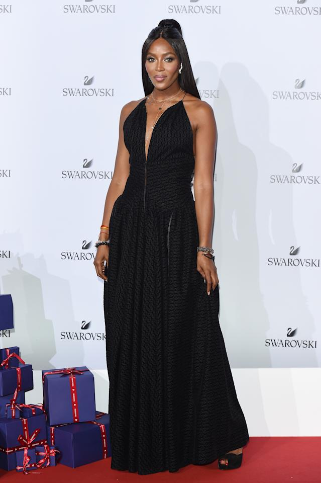 <p>The supermodel looked every inch the A-lister in a plunging black gown. <br /><em>[Photo: Getty]</em> </p>