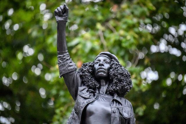 Statue of BLM protester replaces slave trader