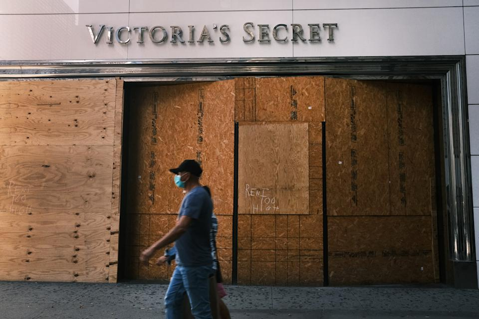 NEW YORK, NEW YORK - OCTOBER 15: People walk by a closed Victoria's Secret on October 15, 2020 in New York City. As American workers continue to struggle in an economy brought down by COVID-19, new jobless claims rose to 898,000 last week. It was the highest number since August 22 and represented a gain of 53,000 from the previous week's upwardly revised total of 845,000.  (Photo by Spencer Platt/Getty Images)