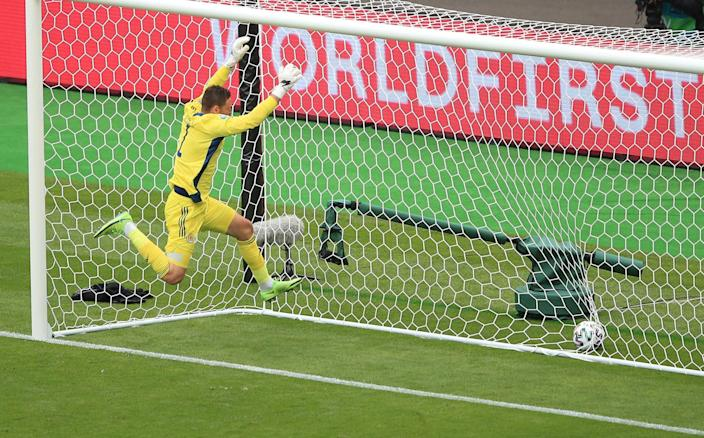 David Marshall despairing jump into goal - GETTY IMAGES