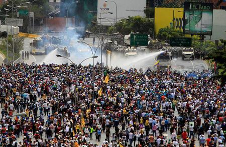 Demonstrators clash with riot security forces while rallying against Venezuela's President Nicolas Maduro in Caracas, Venezuela, May 31, 2017. REUTERS/Christian Veron