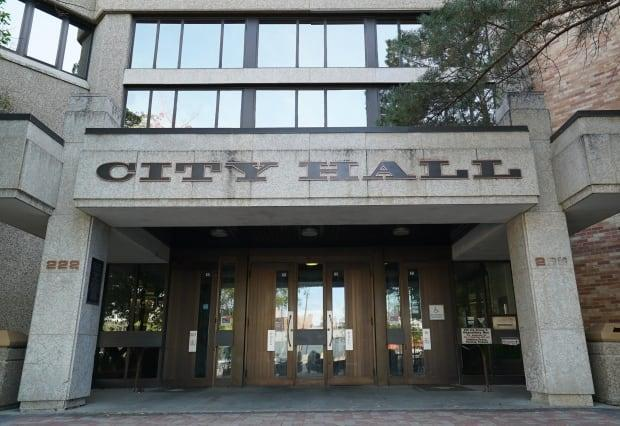 City council will discuss a proposed COVID-19 mitigation framework in light of the increasing cases and hospitalizations in Saskatoon.  (Courtney Markewich/CBC - image credit)