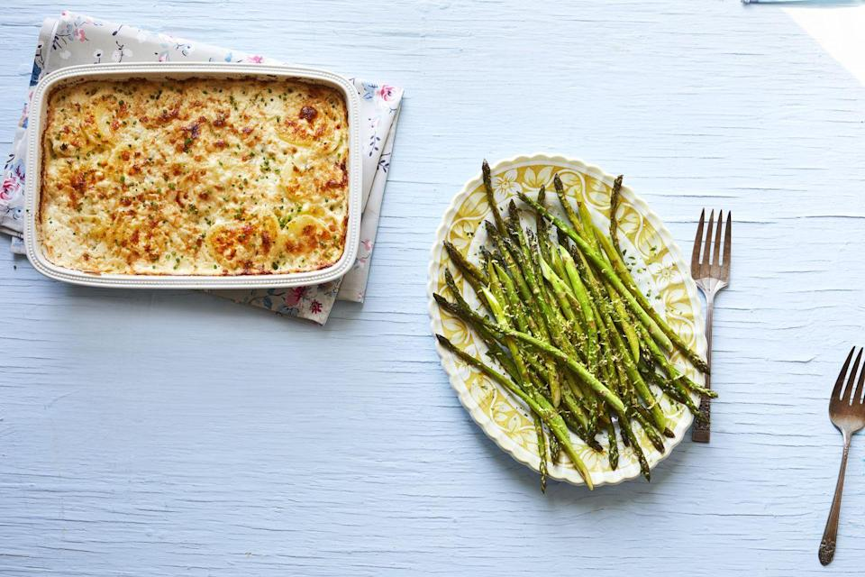 """<p>Something amazing happens when you combine potatoes, cream and cheese—and this recipe is proof! The freshly chopped chives on top give this baked side a bright onion-y flavor, too. </p><p><strong><a href=""""https://www.thepioneerwoman.com/food-cooking/recipes/a35569961/creamy-potatoes-with-chives-recipe/"""" rel=""""nofollow noopener"""" target=""""_blank"""" data-ylk=""""slk:Get the recipe."""" class=""""link rapid-noclick-resp"""">Get the recipe.</a></strong></p><p><a class=""""link rapid-noclick-resp"""" href=""""https://go.redirectingat.com?id=74968X1596630&url=https%3A%2F%2Fwww.walmart.com%2Fsearch%2F%3Fquery%3Dpioneer%2Bwoman%2Bcasserole&sref=https%3A%2F%2Fwww.thepioneerwoman.com%2Ffood-cooking%2Fmeals-menus%2Fg35514088%2Fbest-side-dishes-for-ham%2F"""" rel=""""nofollow noopener"""" target=""""_blank"""" data-ylk=""""slk:SHOP CASSEROLES"""">SHOP CASSEROLES</a></p>"""