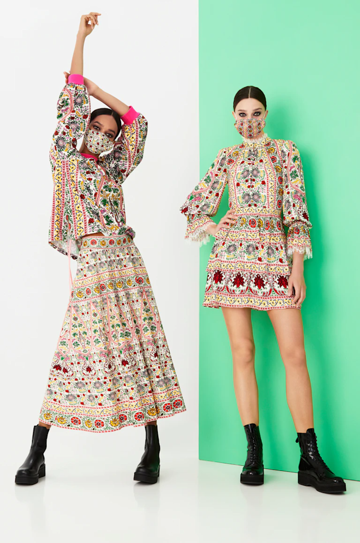 """<h2>Alice + Olivia by Stacey Bendet<br></h2>In April, toward the beginning of what's now been a very long pandemic, <a href=""""https://www.refinery29.com/en-us/2020/04/9656671/shop-alice-and-olivia-face-masks-coronavirus"""" rel=""""nofollow noopener"""" target=""""_blank"""" data-ylk=""""slk:Alice + Olivia by Stacey Bendet released a shoppable face mask"""" class=""""link rapid-noclick-resp"""">Alice + Olivia by Stacey Bendet released a shoppable face mask</a> that was <em>actually</em> cute — something that hadn't really been done prior, but has since become extremely popular. Now, Bendet is taking things up a notch once again. For her spring '21 collection, the designer added coordinating masks to almost every single look. <span class=""""copyright"""">Photo Courtesy of Alice + Olivia by Stacey Bendet.</span>"""
