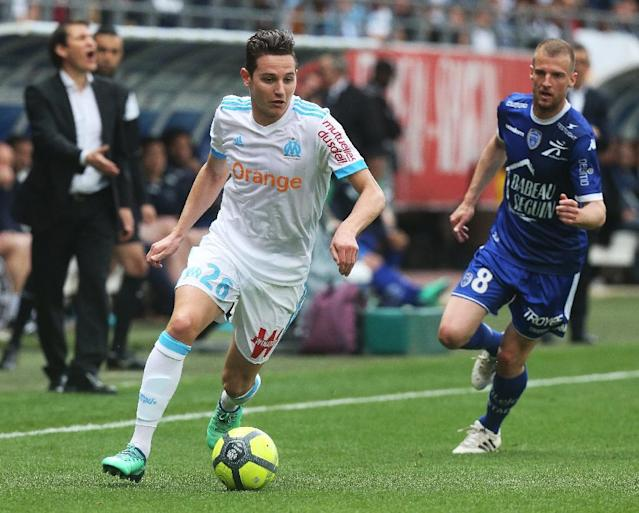 Florian Thauvin's late goal keeps Marseille neck-and-neck with Lyon in the fight for a Champions League place (AFP Photo/FRANCOIS NASCIMBENI)