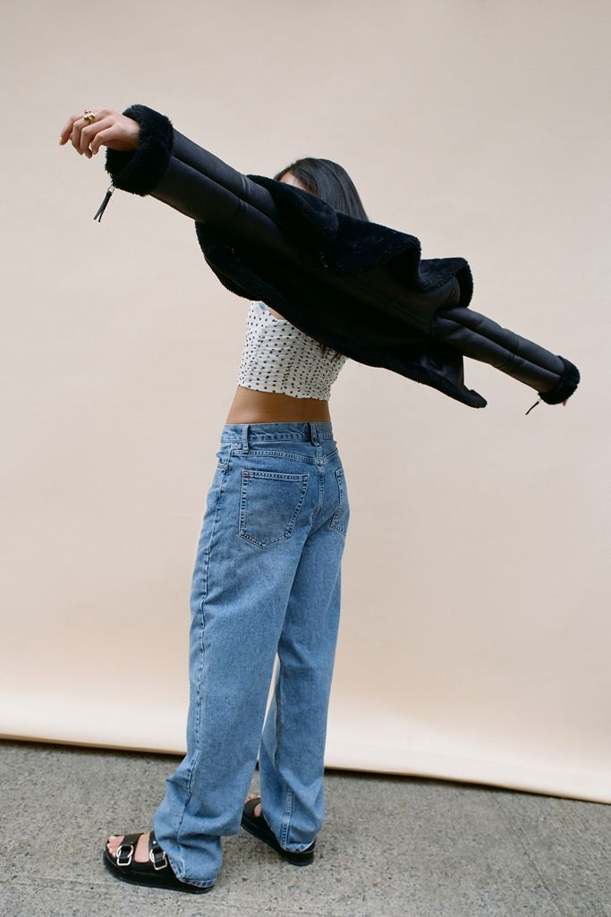 "<br><br><strong>BDG</strong> High-Waisted Baggy Jean - Medium Wash, $, available at <a href=""https://go.skimresources.com/?id=30283X879131&url=https%3A%2F%2Fwww.urbanoutfitters.com%2Fshop%2Fbdg-high-waisted-baggy-jean-medium-wash"" rel=""nofollow noopener"" target=""_blank"" data-ylk=""slk:Urban Outfitters"" class=""link rapid-noclick-resp"">Urban Outfitters</a>"