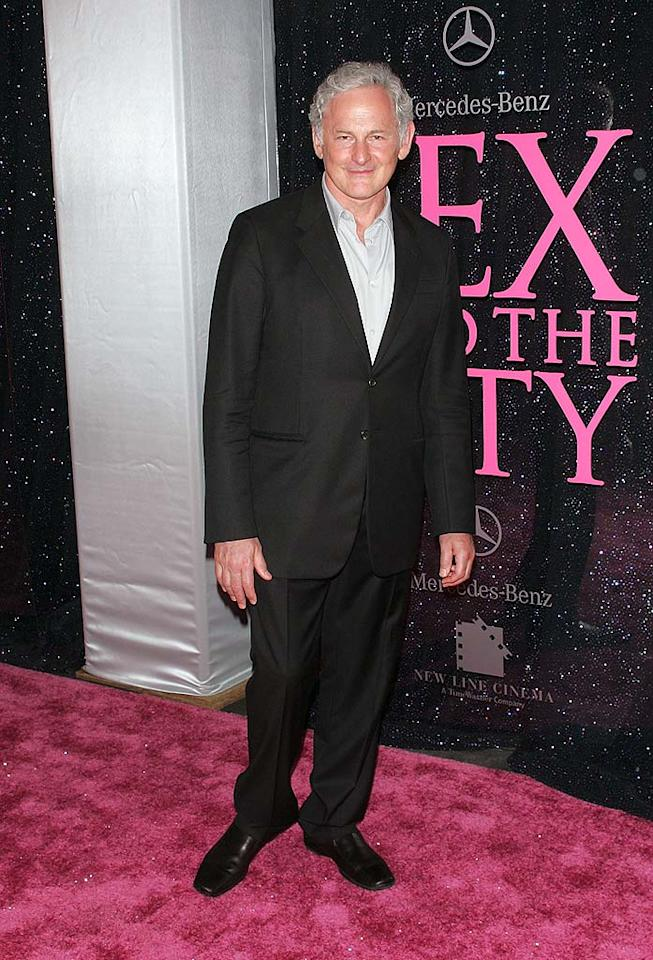 "The always dapper Victor Garber arrived in what else but a black suit! Jim Spellman/<a href=""http://www.wireimage.com"" target=""new"">WireImage.com</a> - May 27, 2008"