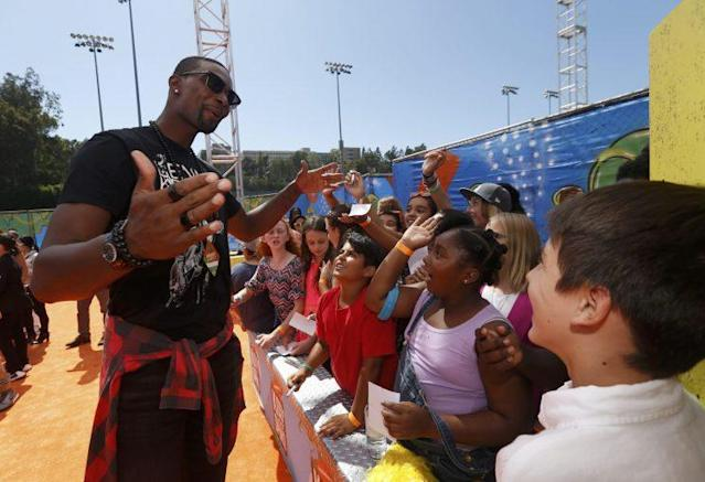 """<a class=""""link rapid-noclick-resp"""" href=""""/nba/players/3707/"""" data-ylk=""""slk:Chris Bosh"""">Chris Bosh</a> chats with the crowd at Nickelodeon's Kids Choice Awards (REUTERS/Mario Anzuoni)."""
