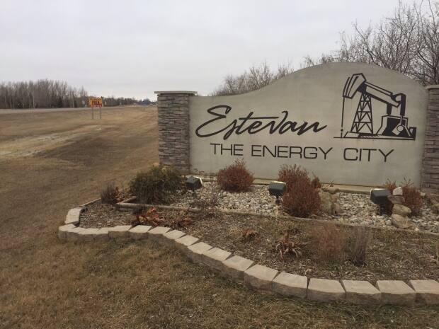 Estevan's Chamber of Commerce executive director Jackie Wall said a variety of COVID-19 measures are in place in the city, but businesses were ready to welcome back American patrons when the border reopens.  (Glenn Reid/CBC - image credit)