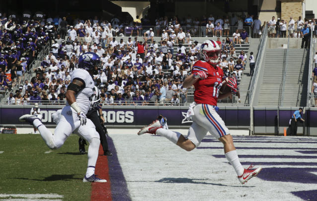 "SMU wide receiver <a class=""link rapid-noclick-resp"" href=""/ncaaf/players/239021/"" data-ylk=""slk:Trey Quinn"">Trey Quinn</a> (18) leads the country in receptions entering bowl play. (AP Photo/LM Otero)"