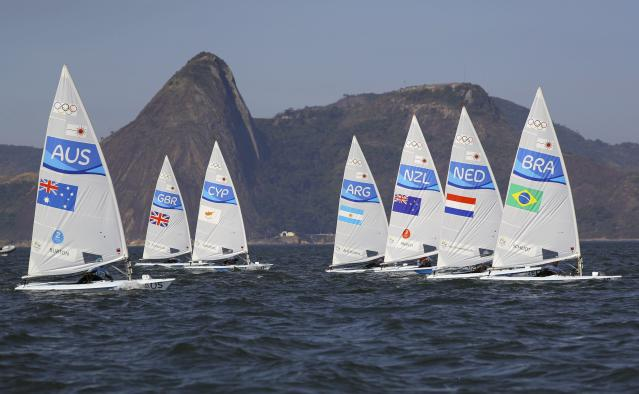 2016 Rio Olympics - Sailing - Preliminary - Men's One Person Dinghy - Laser - Medal Race - Marina de Gloria - Rio de Janeiro, Brazil - 16/08/2016. Start of the medal race. REUTERS/Brian Snyder FOR EDITORIAL USE ONLY. NOT FOR SALE FOR MARKETING OR ADVERTISING CAMPAIGNS.