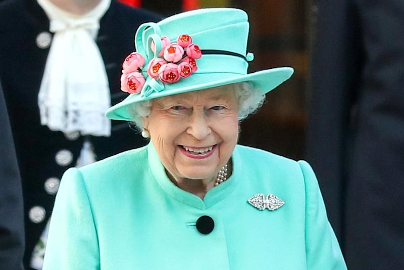 Queen Elizabeth II Eyes a Hat Display During Private Tour of the Mall 2adb637d564c