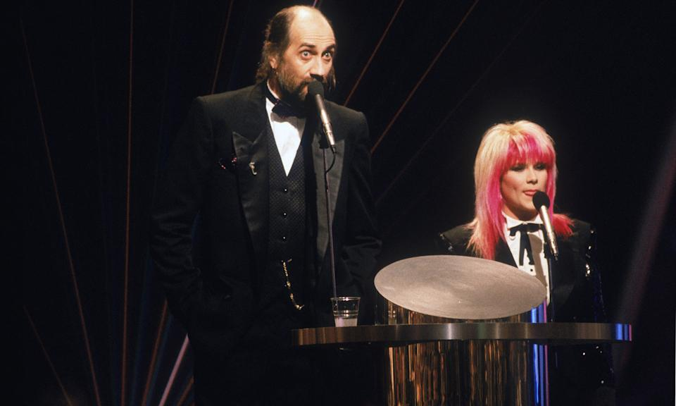 "Their height disparity aside, Mick Fleetwood and Samantha Fox were a beyond awkward pairing in 1989 when autocue issues, announcing the wrong guests and general confusion plagued their presenting gig. The disastrous live ceremony heralded the next <a href=""http://news.bbc.co.uk/1/hi/entertainment/5271104.stm"" rel=""nofollow noopener"" target=""_blank"" data-ylk=""slk:18 years worth of ceremonies being pre-recorded"" class=""link rapid-noclick-resp"">18 years worth of ceremonies being pre-recorded</a>, which is quite the legacy. (Dave Hogan/Hulton Archive/Getty Images)"